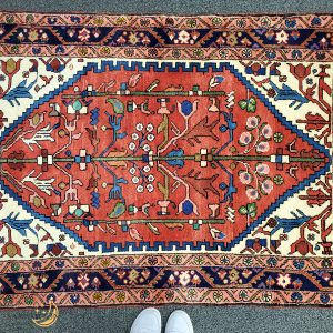 Hand-knotted Small Heriz Rug
