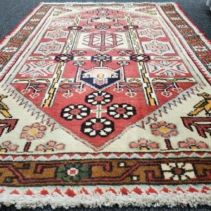 Hand-knotted Small Heriz Vintage Rug